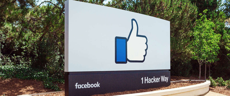 Facebook ook in 2015 de populairste app van het jaar