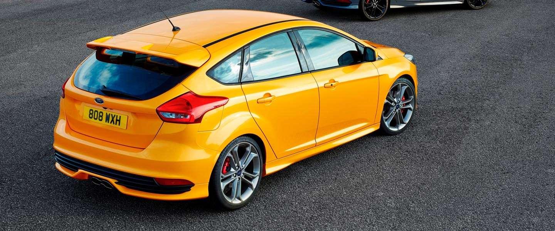 Nieuwe Ford Focus ST wint eerste 'Virtual vs Real' Race
