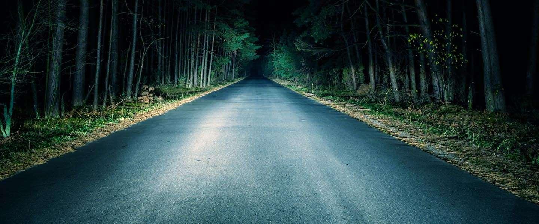 Deze 'slimme koplamp' moet autorijden in het donker veiliger maken