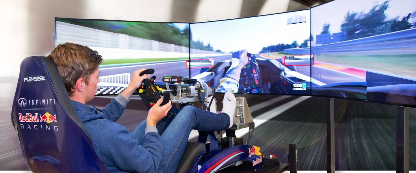 F1-coureur word je in een simulator