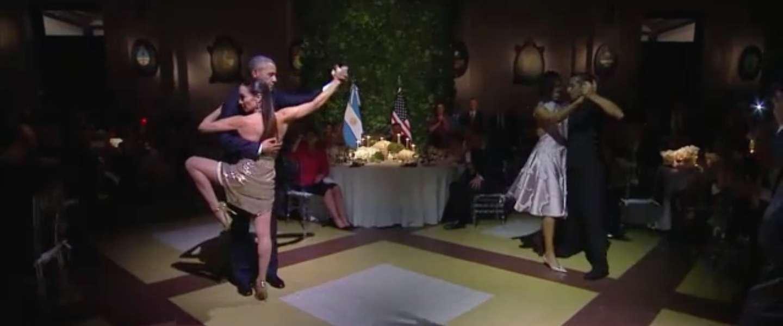 Obama doet tango met sexy danseres!