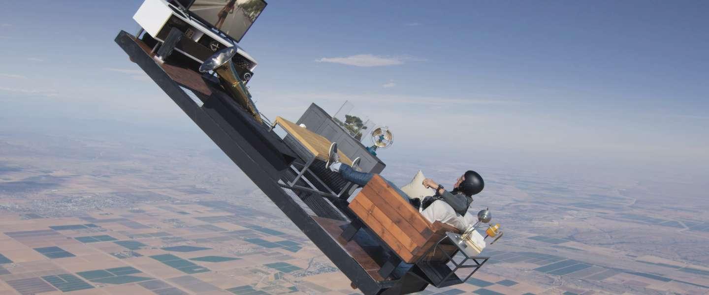Woonkamer skydive vanaf 3.000 meter hoogte: echt of nep?