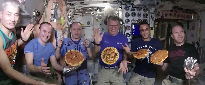 Video: zo maak (en eet) je pizza in een ruimtestation