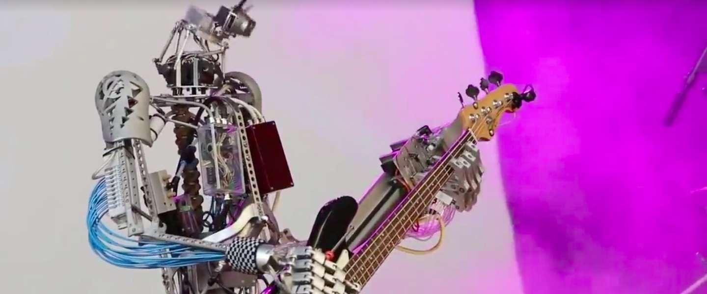 Deze band bestaande uit robots gaat los!