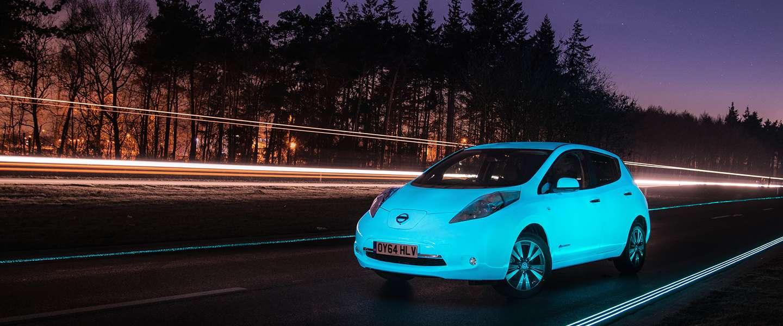 Nissan LEAF eerste auto met lichtgevende lak op Weg van de Toekomst