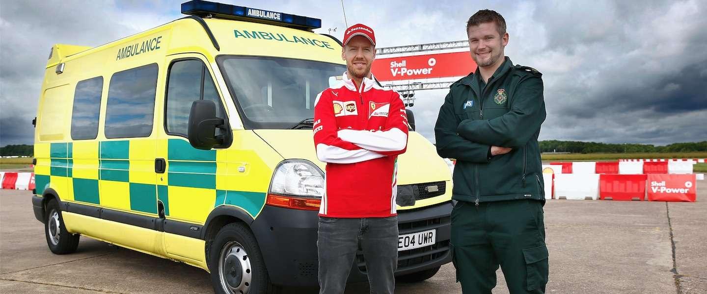 Dit gebeurt er wanneer je Sebastian Vettel in een ambulance laat rijden