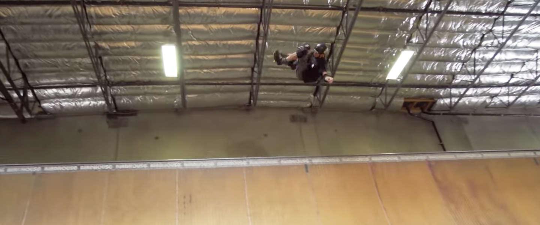 Tony Hawk (48) weer even op zijn skateboard
