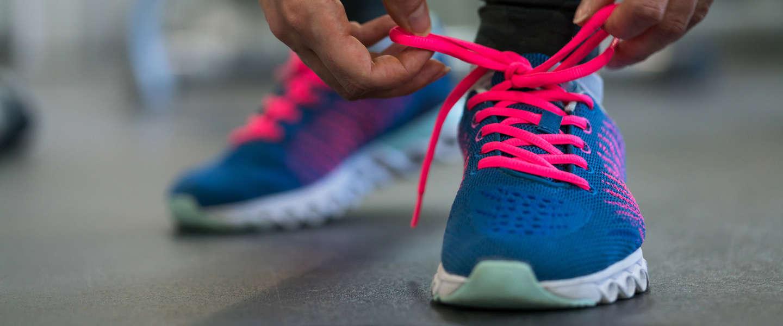 Waarom gaan je schoenveters eigenlijk altijd los?