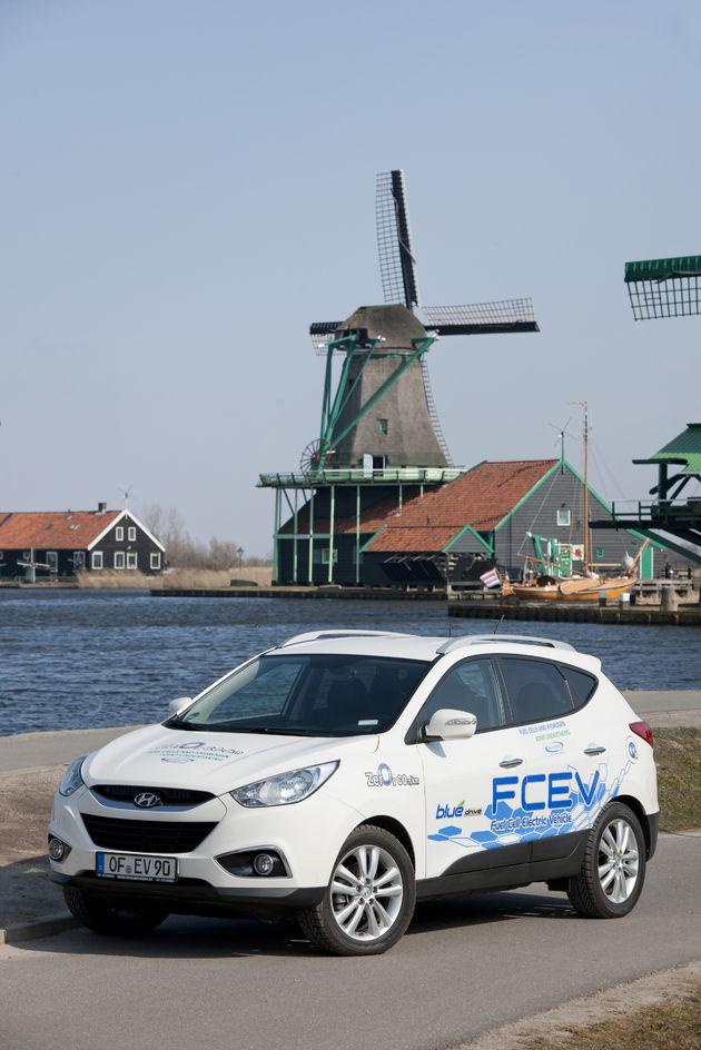 01-Hyundai-ix35-Fuel-Cell