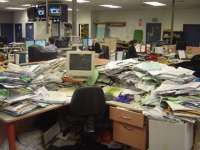 1175157538Herald-MESSY-DESK
