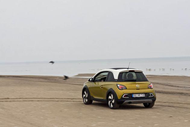 Opel_Adam_Rocks_Riga_beach