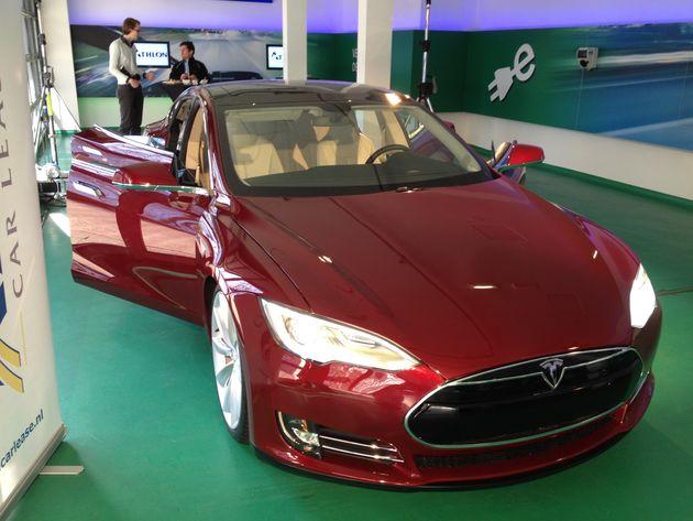 Athlon Car Lease trekt CEO's over de streep om in elektrische Tesla Model S te gaan rijden