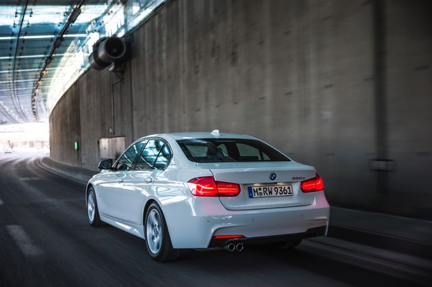 BMW 330e - CarRepublic -1