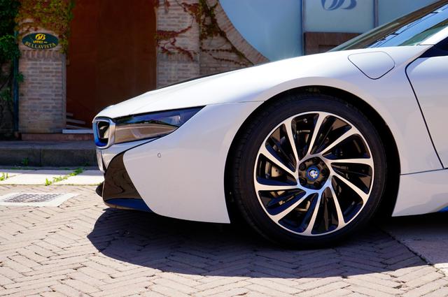BMW_i8_neus