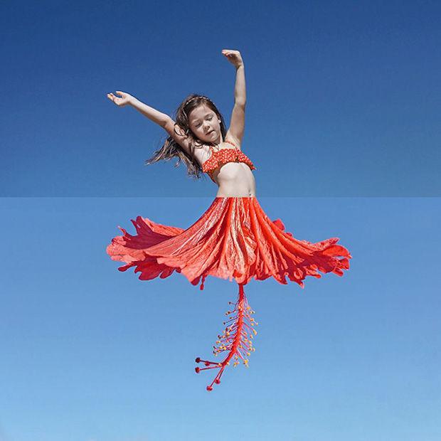 dansend meisje+bloem