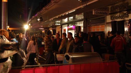 Drukte bij Rotterdamse T-Mobile Shop
