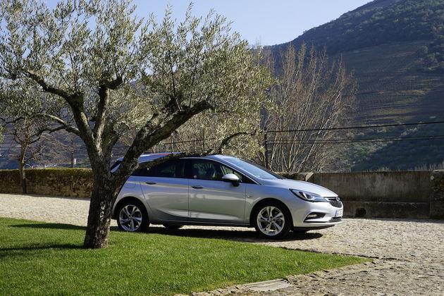 Opel_Astra_Sports_Tourer_1