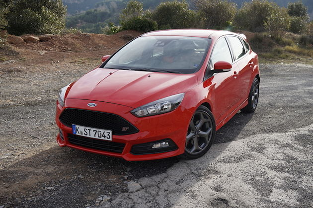 Ford_Focus_ST_red10