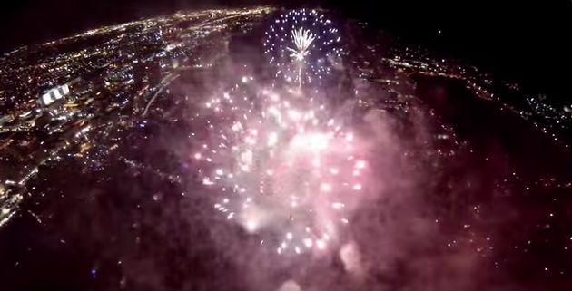 """GoPro Drone vliegt door """"4th of July"""" vuurwerkshow"""