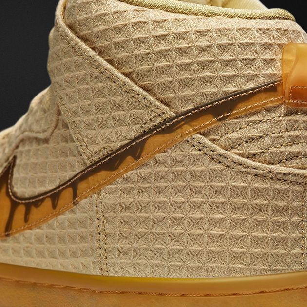 Chicken_and_waffle_Nike_achterkant