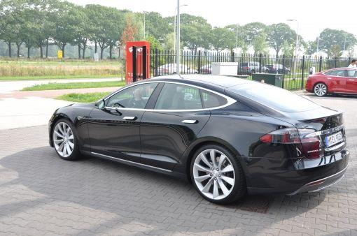Je kon er op wachten, jailbreaken van een Tesla model S