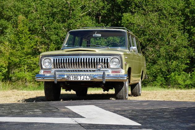 Jeep_Camp_2016_heritage_classic_jeep_wagoneer_V8