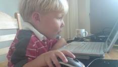 Kinderen steeds jonger en vaker bezig met internet