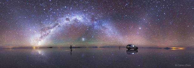 Melk weg op de grootste zoutvlakte ter wereld in Bolivia