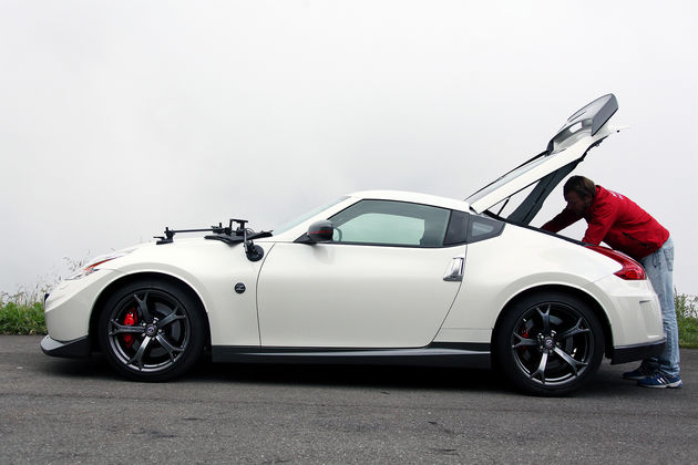 Nissan: Nismo vs Wingsuit