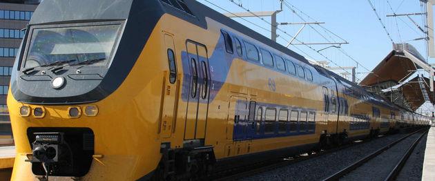 ns-station-vrouw-trein-stem