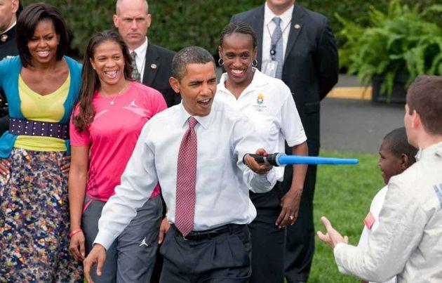 Obama speelt met Lightsaber