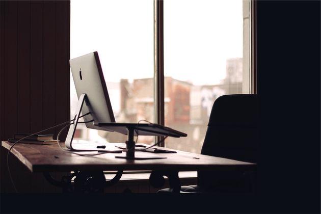 oefeningen-achter-bureau-kantoor