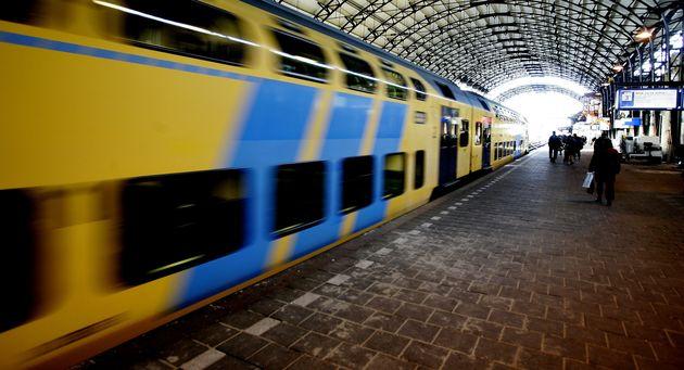 Opschieten, We moeten de trein halen!