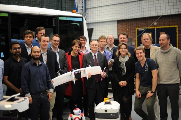 Pierre-Nanterme-chairman-and-CEO-of-Accenture-visit-to-RoboValley