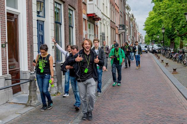 Players_walking_in_Utrecht