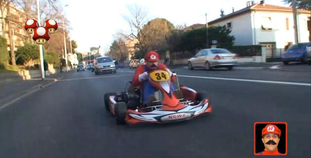 Real-life Mario Kart: even bananen halen