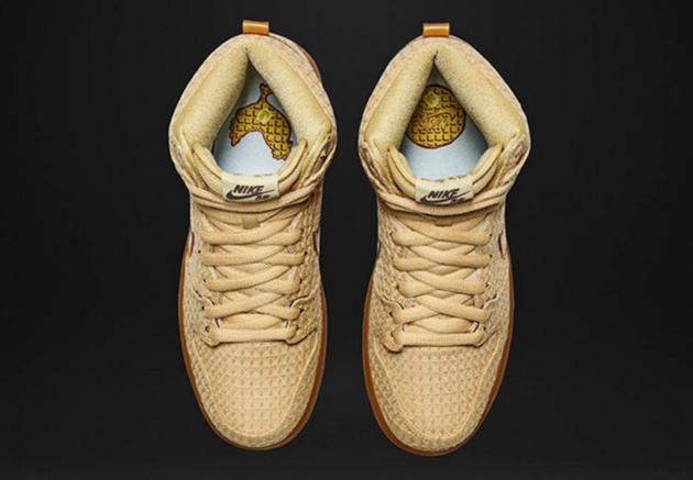Chicken_and_waffle_Nike_zolen