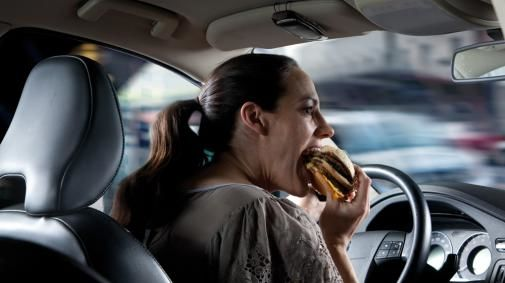 Slechts 1/3 autobestuurders heeft de mogelijkheid handsfree te bellen