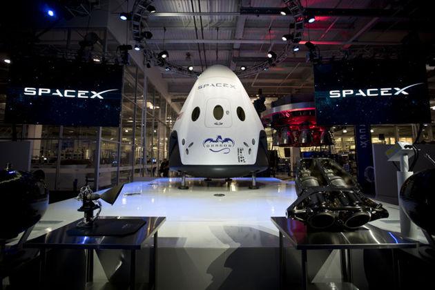 SpaceX showt next-gen ruimteschip: Dragon V2