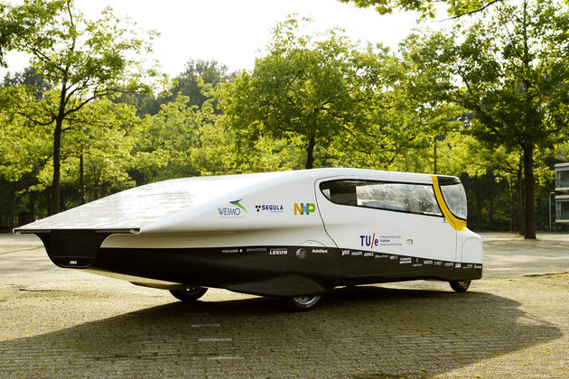 TU/e onthult eerste gezinsauto op zonne-energie