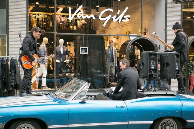 Van Gils opent Brand Store met interactief maatpak