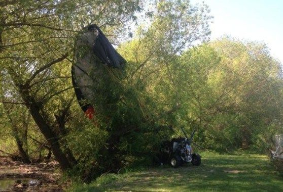 Vliegende auto crasht vlakbij een Canadese baissschool