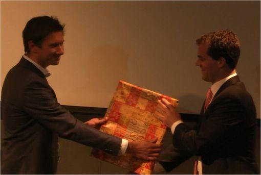 WouterStaalPhilips ontvangt award