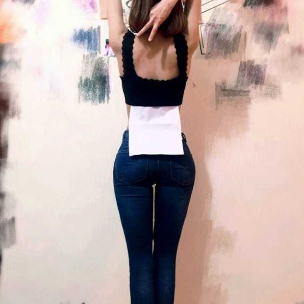 Bizarre nieuwe trend: A4 waist challenge
