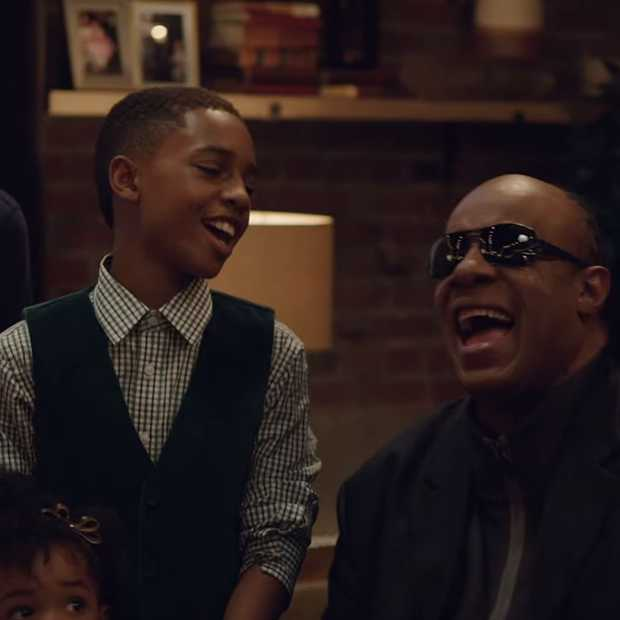 Kerstcommercial van Apple met Stevie Wonder