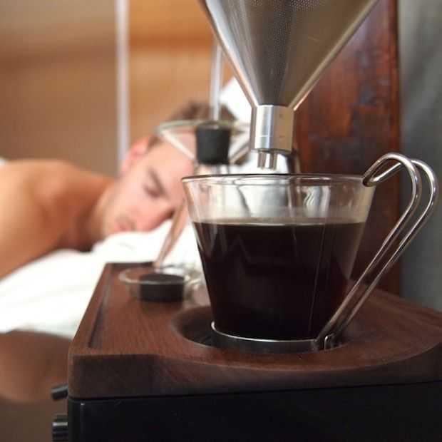 Deze wekker maakt je wakker met een kopje koffie