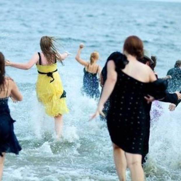 Weekend Viral : Black Tie Beach