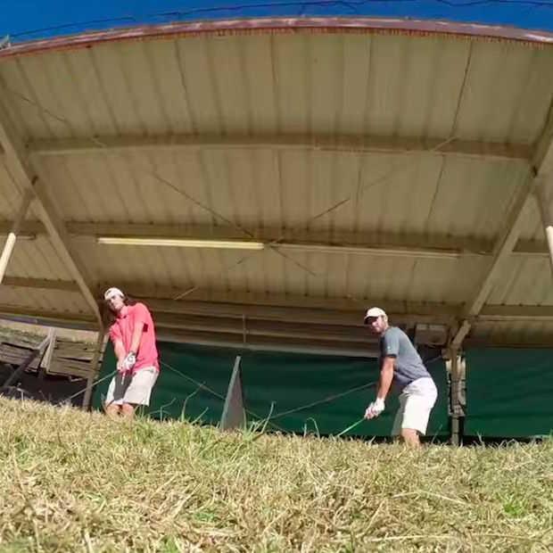 Twee broers filmen hun vetste tricks op de golfbaan