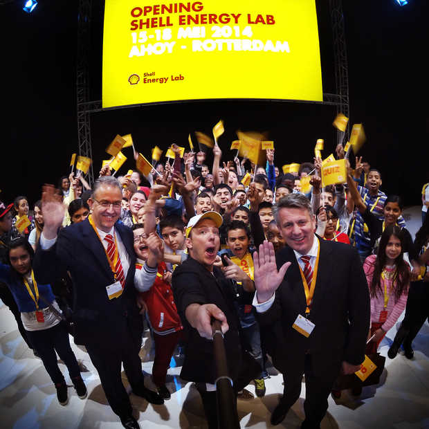 Burgemeester Aboutaleb opent Shell Energy Lab in Ahoy #selfie