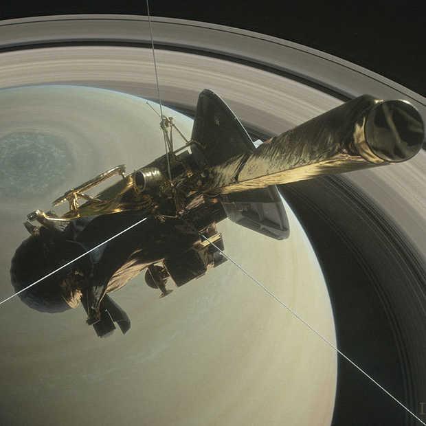 Nog nooit kwam ruimtesonde Cassini zo dicht in de buurt van Saturnus